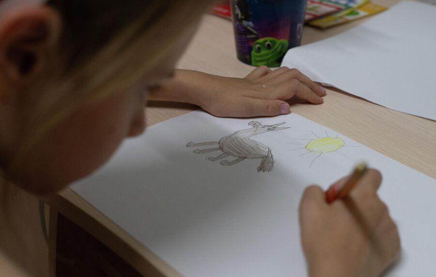 Лизавета рисует