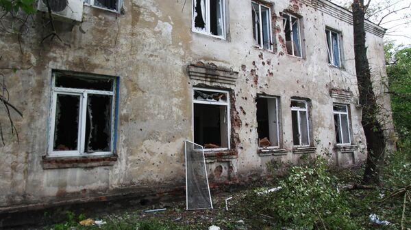 Разрушения в одном из домов Петровского района Донецка