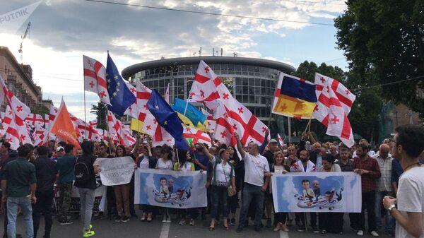 Митингующие в центре Тбилиси, Грузия. 29 июня 2019