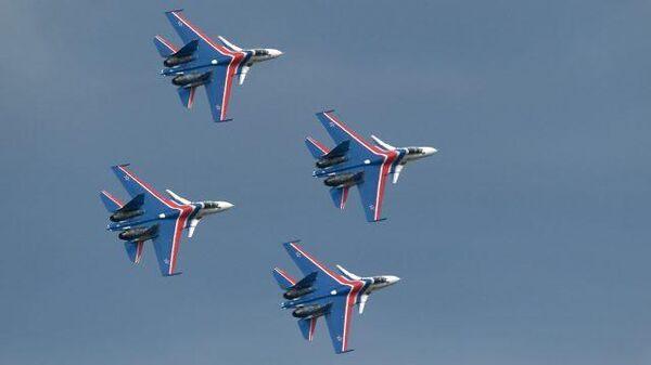 Стрижи и Русские Витязи показали фигуры высшего пилотажа
