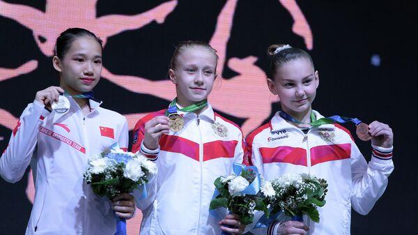 Виктория Листунова (по центру) и Елена Герасимова (справа)