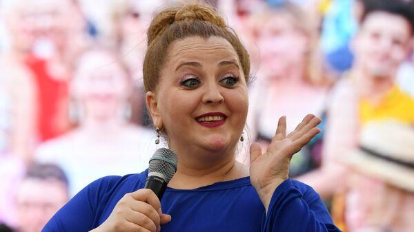 Грузинская певица Нино Катамадзе во время выступления на шестнадцатом международном фестивале Усадьба JAZZ в музее-усадьбе Коломенское. 22 июня 2019