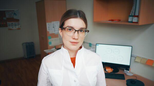 21-летняя Ангелина Ершова принимает участие в разработке лекарства от муковисцидоза и как исследователь, и как пациент. Диагноз ей поставили в годовалом возрасте