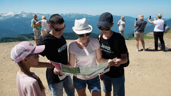 Туристы на горнолыжном курорте Роза Хутор в Сочи