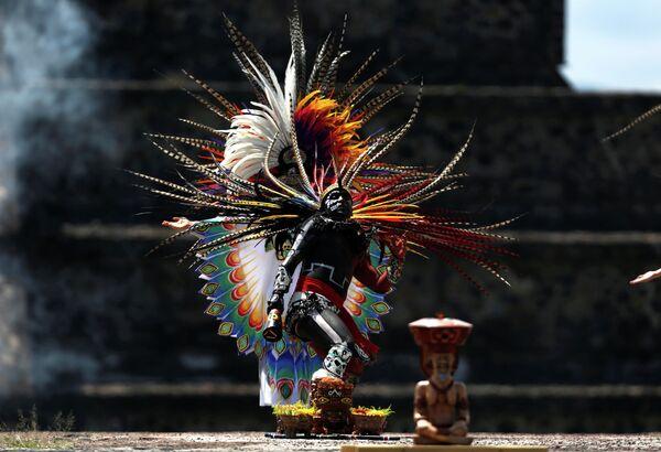 Освещение огня для Панамериканских игр в Теотиуакане, Мексика