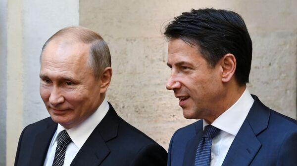 Путин и премьер Италии поздравили друг друга с 75-й годовщиной Победы