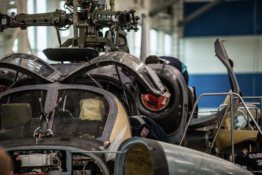 Вертолет Ка-52 'Аллигатор' на линии окончательной сборки
