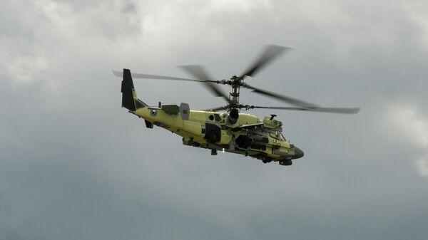 Ударно-разведывательный вертолет Ка-52 в полете