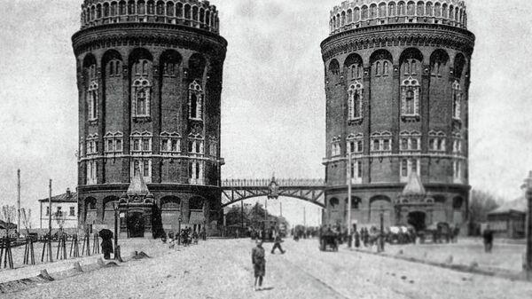 Репродукция открытки 1900 года с видом водонапорных башен у Крестовской заставы