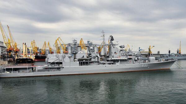 Украинский фрегат Гетман Сагайдачный в морском порту Одессы