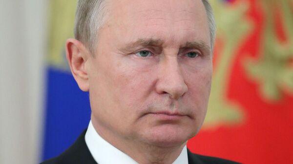 Владимир Путин во время обращения к строителям, добровольцам и жителям бамовских городов и посёлков по случаю 45-летия с начала строительства БАМа. 7 июля 2019