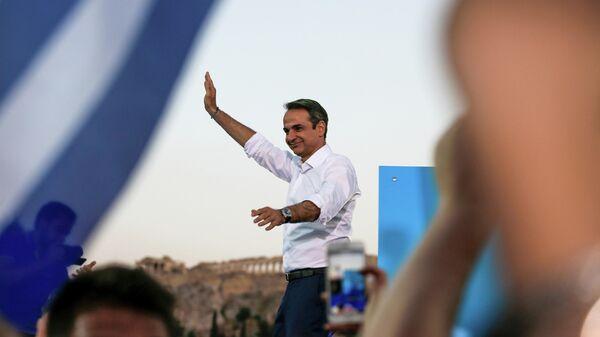 Лидер консервативной партии Новая демократия Кириакос Мицотакис во время предвыборного митинга в Афинах