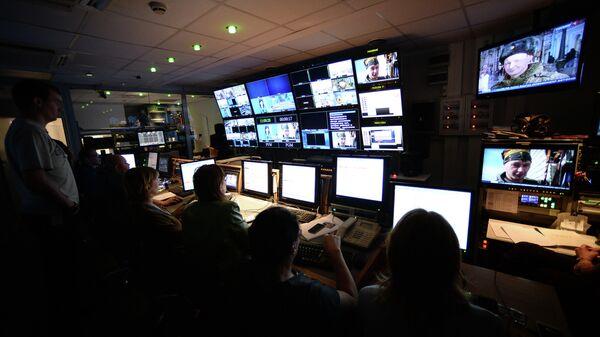 В эфирной аппаратной первой студии программы Вести