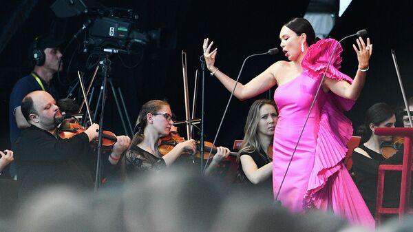 Оперная певица Аида Гарифуллина во время выступления на фестивале SPIEF Music Fest От классики до рока