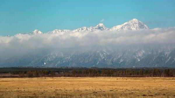 Вид на Тункинскую долину в горах Восточного Саяна