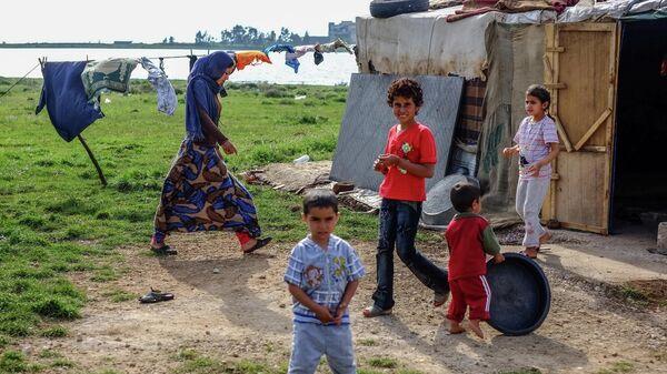 Стоянка сирийских бедуинов-беженцев возле поселка Квешра на севере Ливана рядом с границей с Сирией