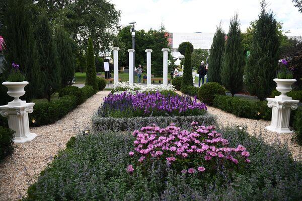 Садовая композиция на VIII Московском Международном фестивале садов и цветов Moscow Flower Show в парке искусств Музеон