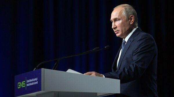Президент РФ Владимир Путин во время открытия II Глобального саммита по производству и индустриализации GMIS-2019