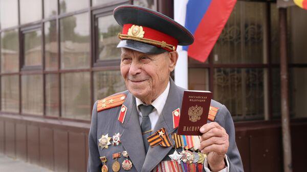 Житель ЛНР ветеран ВОВ Василий Трофименко получил паспорт РФ
