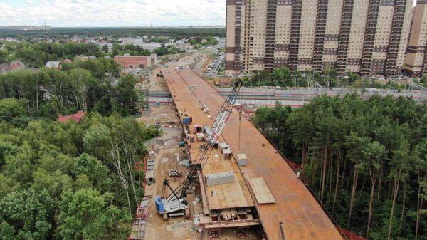 Строительство путепровода через железнодорожные пути в Реутове