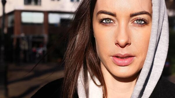 Блогер Instagram и YouTube Эмили Хартридж