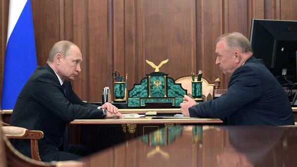 Президент РФ Владимир Путин и президент торгово-промышленной палаты РФ Сергей Катырин