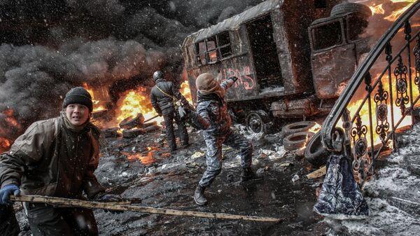 Участники акций в поддержку евроинтеграции Украины на улице Грушевского в Киеве. Архив.