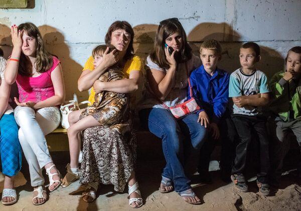 Учащиеся школы № 13 Славянска укрываются от артобстрела в подвале школы