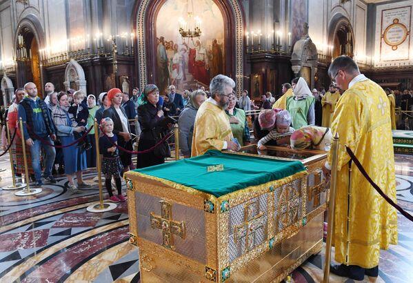 Поклонение мощам святых Петра и Февронии в Москве
