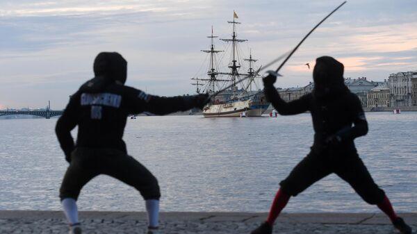 Фрегат Полтава на новом месте в акватории Невы для участия в репетициях главного военно-морского парада на день ВМФ