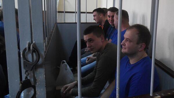 Задержанные украинские моряки на заседании