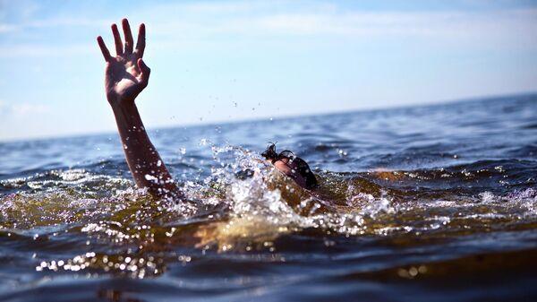 Мужчина в воде