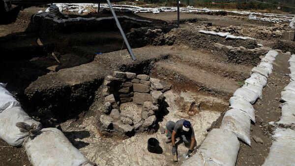 Раскопки в доисторическом поселении близ Иерусалима. 16 июля 2019