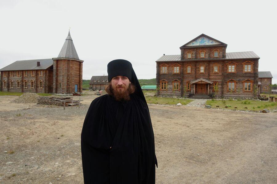 Монах Гурий