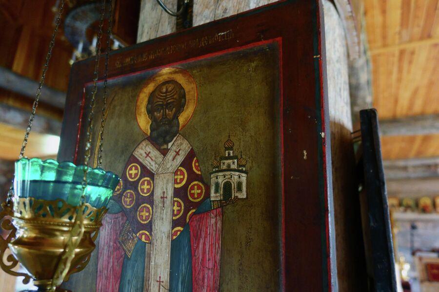 Икона Николая Чудотворца в храме Трифонова Печенгского монастыря
