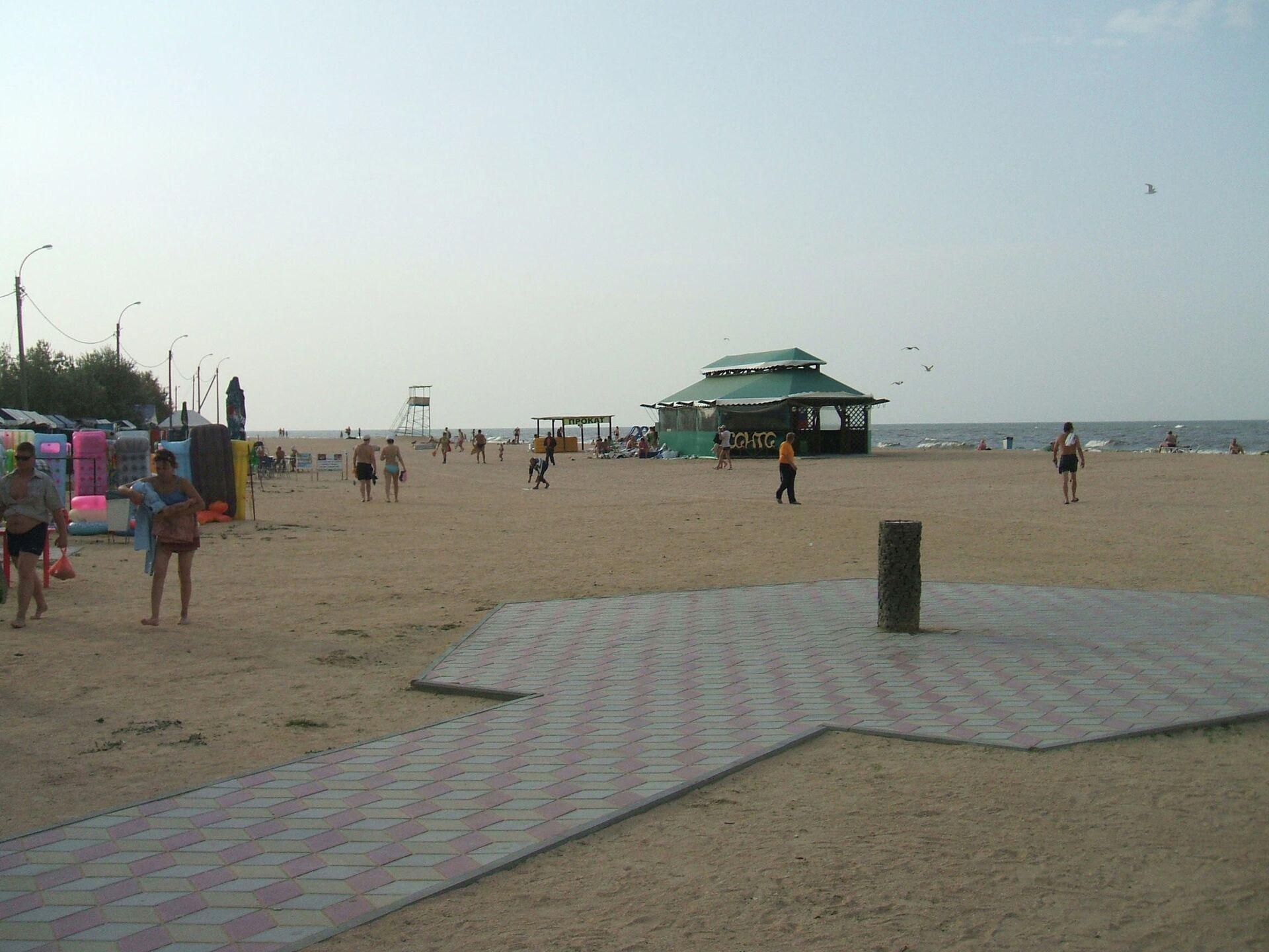 Центральный пляж Морской бриз в курортной станице Голубицкой - РИА Новости, 1920, 15.07.2021
