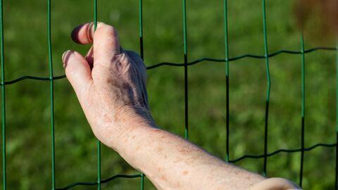 Пожилая женщина в тюрьме