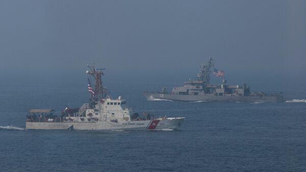 Американские военные корабли во время учений в Персидском заливе