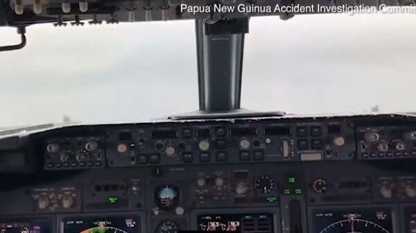 Видео из кабины пилотов при посадке на воду Boeing 737 в Микронезии