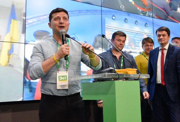 Президент Украины Владимир Зеленский выступает в штабе партии Слуга Народа. 21 июля 2019