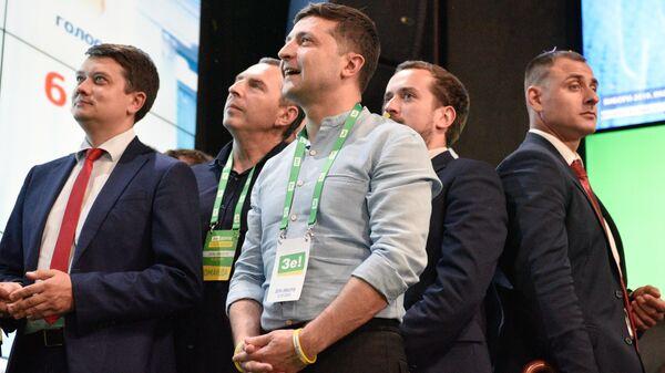 Президент Украины Владимир Зеленский в штабе партии Слуга Народа после оглашения первых результатов exit poll на досрочных выборах в Верховную раду Украины. 21 июля 2019