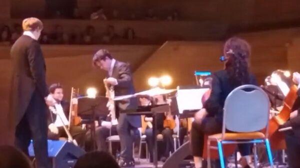 Наш ответ: гитарист Кино с оркестром исполнил песню группы Metallica