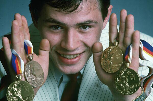 Чемпион Олимпийских игр в командном первенстве, в упражнениях на коне и кольцах, бронзовый призер в многоборье Дмитрий Билозерчев. XXIV Олимпийские игры в Сеуле.