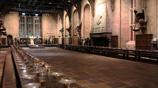 Большой зал в Хогвартсе (The Great Hall, room in Hogwarts) в Warner Bros. Studio Tour London, Уотфорд