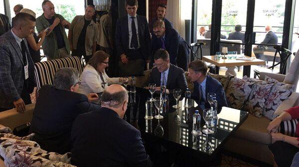 Сопредседатели российско-турецкой межправкомиссии Александр Новак и Рухсар Пекджан во время встречи. 26 июля 2019