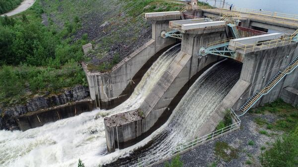 Холостые сбросы воды на Верхне-Туломском водохранилище в Мурманской области