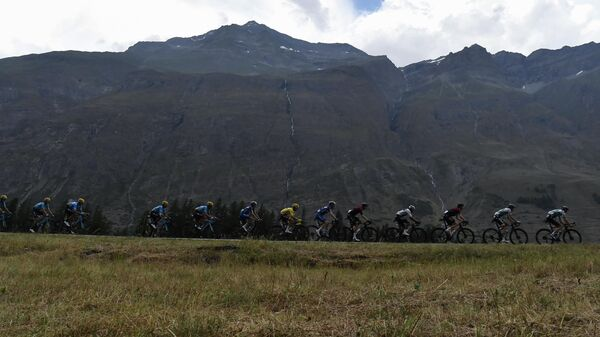 Велогонщики во время девятнадцатого этапа Тур де Франс