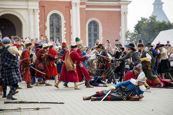 Главным событием фестиваля стала реконструкция сражения русских стрельцов с интервентами эпохи Смутного времени