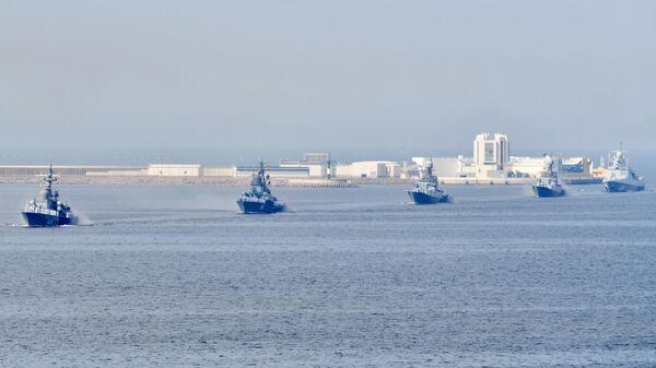 Корабли Военно-Морского флота РФ на главном военно-морском параде, посвященном Дню ВМФ, в Кронштадте