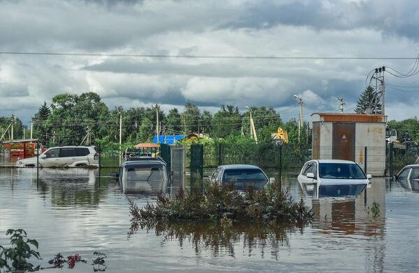 Затопленные автомобили в селе Норск в Селемджинском районе Амурской области